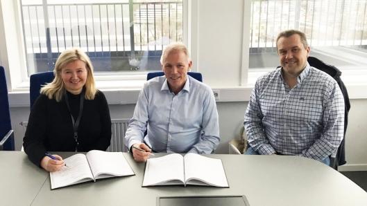 F.v: Grethe Vikane (prosjekteier Statens vegvesen), Jan Vidar Lie (distriktssjef Peab Anlegg) og Håkon Hageberg (prosjektleder Peab Anlegg).