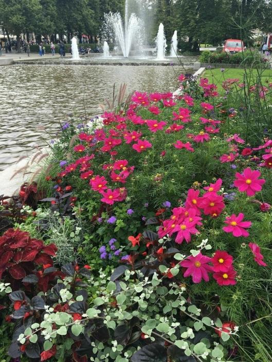 Kontrakten innebærer at det blant mye annet skal plantes ut ca. 500.000 sommerblomster og tulipaner årlig.