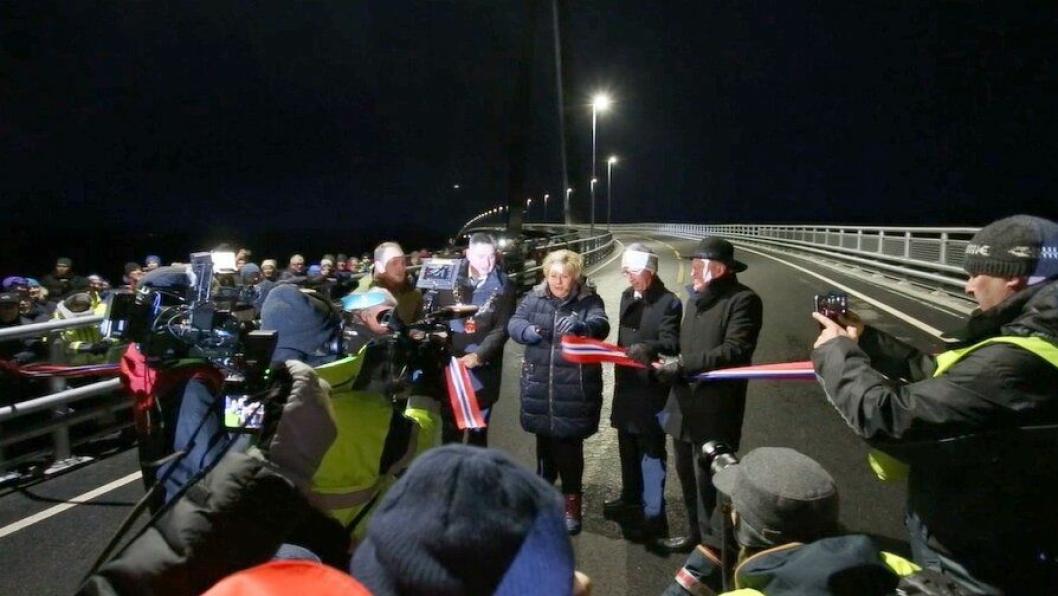 Statsminister Erna Solberg klippet båndet og erklærte den nye store E6-brua for åpnet.