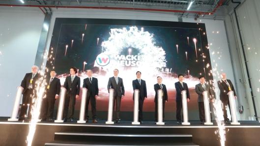 JUBALONG: Det ble en storstilt åpning i tradisjonell kinesisk stil da fabrikken ble åpnet.