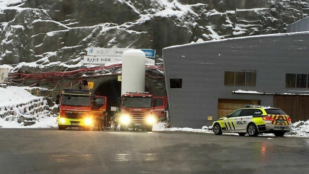 Redningsetaten kom raskt til Åsland og brannen ble bekreftet slukket klokken 09.23.