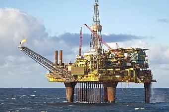 AF signerte riving av oljeplattform