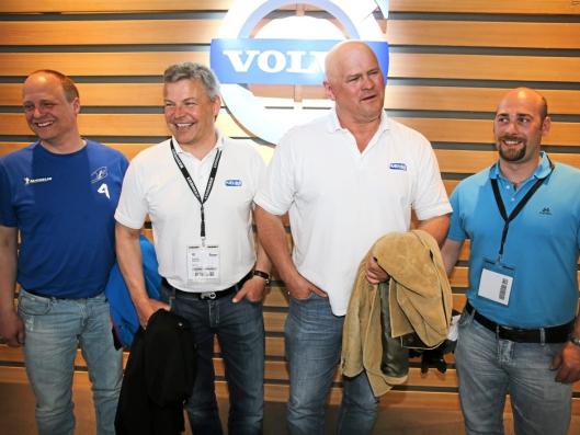 BAUMA: En tur til Bauma i München er viktig. Her fra Volvo-standen i 2013. Fra venstre er Tomas Jonsebråten, Frank Ole Sørensen, Albert Kr. Hæhre og Tore Hansen (alle i Hæhre i 2013).