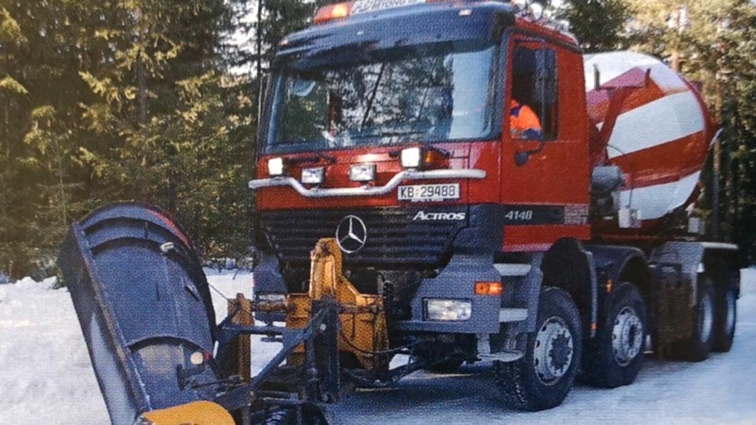God bilutnyttelse hos Hallingdal Betong: Actros 8x6 trommelbil med «Kongsberg-gearing» og vinterlig bi-yrke som brøytebil.