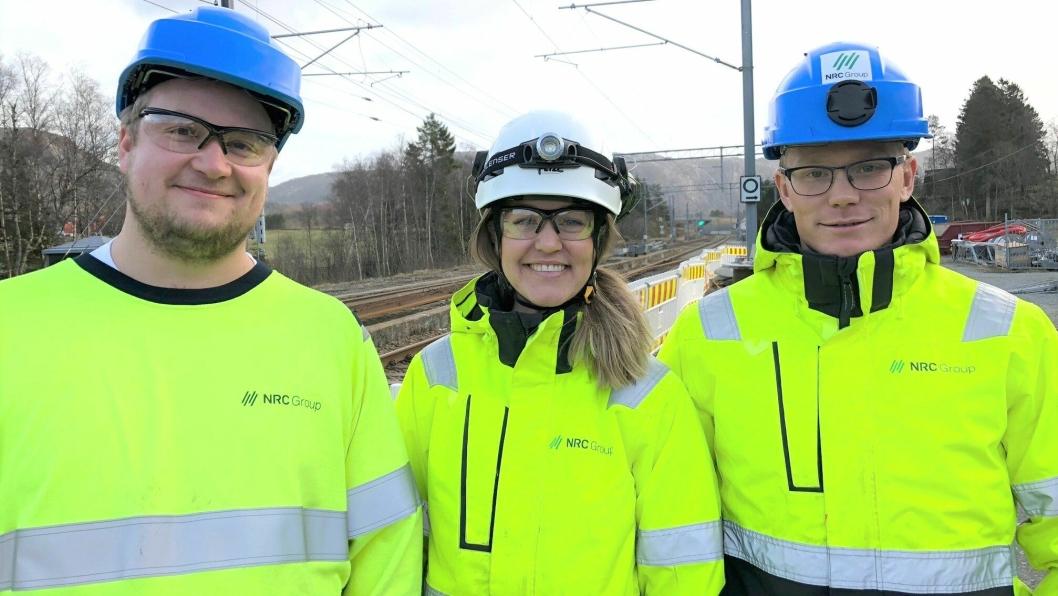 Tre av de mange som deltok på NRC Group HMS- uke i januar 2019. Fra venstre: Anleggsleder Aleksander Benjaminsen, HMS-leder Mari Birgitte Fjeldheim Hovelsen og anleggsleder Carl Enger.