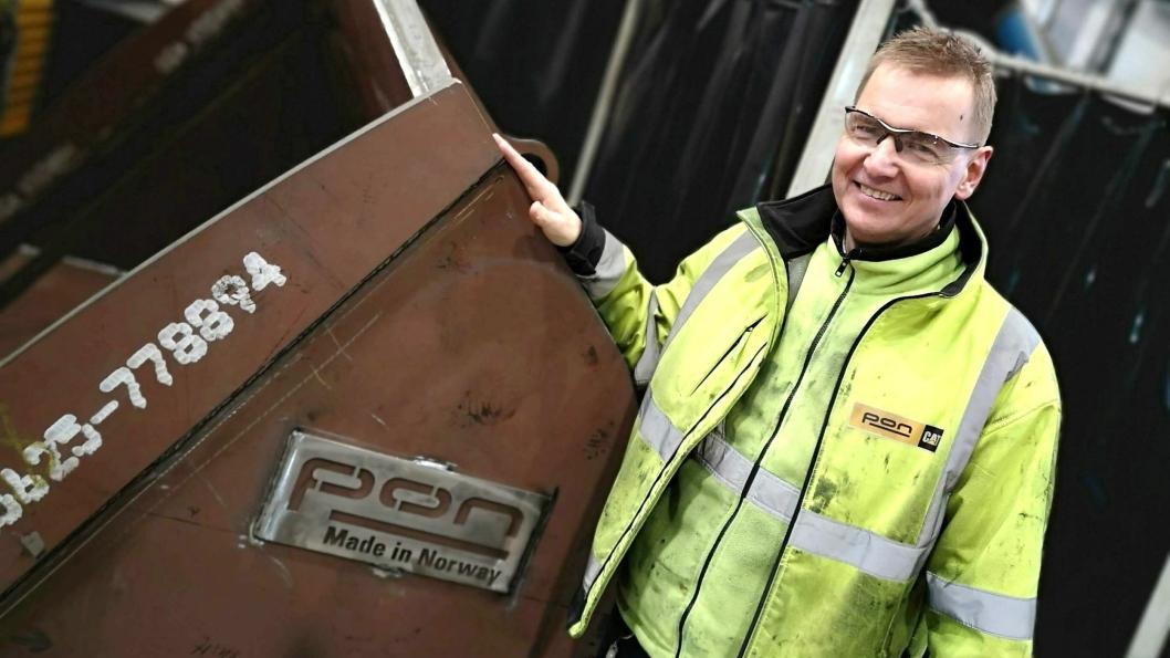 Volum-segmentet, for hjullasterskuffer som bygges av Pon på Berger, er 4500 til 8000 liter.Her står formann på sveiseverkstedet, Arild Berg, ved siden av en Pon-skuffe som er «Made in Norway».