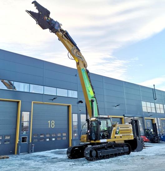 Pons sveiseverksted på Berger i Akershus har rettet bommen, bygget inn mer motvekt og bygget skuffesylinderbeskyttelse på denne nye Cat 336 Next Generation-en som ble levert til Norsk Saneringsservice 11. januar 2019.