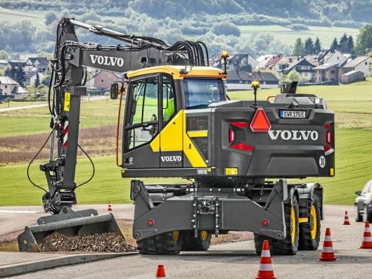 Hæhre & Isachsen Maskinutleie AS har inngått en avtale med Volvo Maskin AS om levering av 33 nye Volvo anleggsmaskiner. Blant disse er det 12 stk. EWR170E gravemaskiner. Volvo EWR170E Foto: Volvo CE