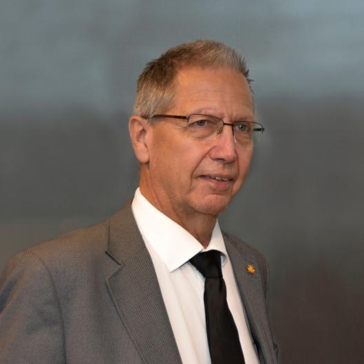 Vegdirektør Terje Moe Gustavsen har lagt frem et forslag som innebærer store forandringer i Statens vegvesen. Se forslaget (Utredningen) i lenken i artikkelen.