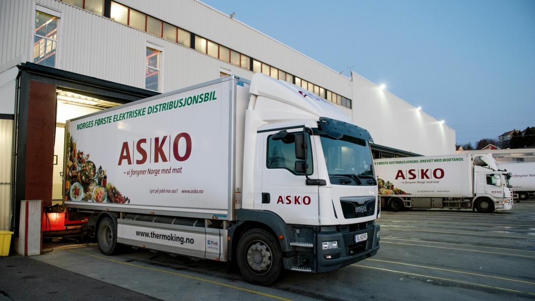 ASKO og andre transportbedrifter trenger parkeringsplassene for varelevering.
