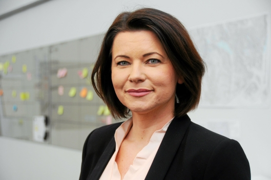 SETTE FART: Prosjektleder Olga Wilhelmsen får jobben med å få strekningen raskest mulig klar for utbygging. Foto: Nye Veier