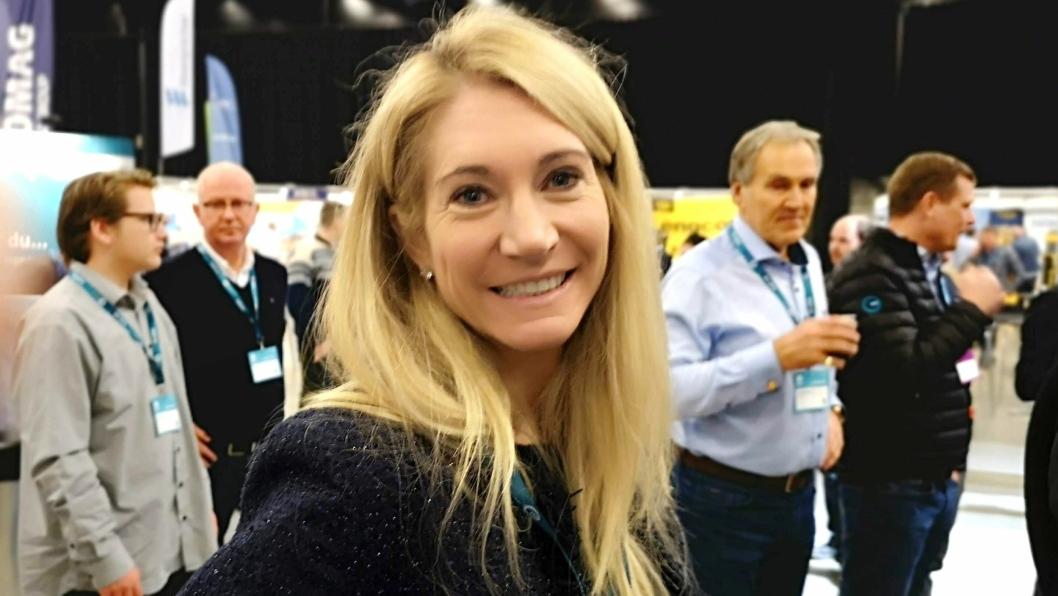 Adm. direktør i MEF, Julie Brodtborb, smilte til tross for at statsministeren og samferdselsministeren meldte forhall til åpningsdagen av Arctic Entrepreneur. - Det viktigste er at vi er sikret en god borgerlig regjering som satser skikkelig på veibygging og annen infrastruktur, sier hun.