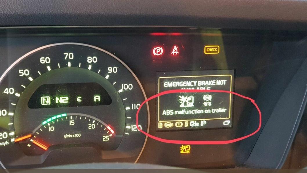 Dette varselet først anmeldelse av sjåfør og kjøretøy-eier.