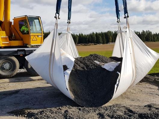 Seilet fra Hallgruppen har en bruddlast på 17800 kg. Her testes seilet med et løft på 17800 kg. Med en sertifisert løftekapasitet på 2500 kg gir dette en sikkerhetsmargin på 7:1.