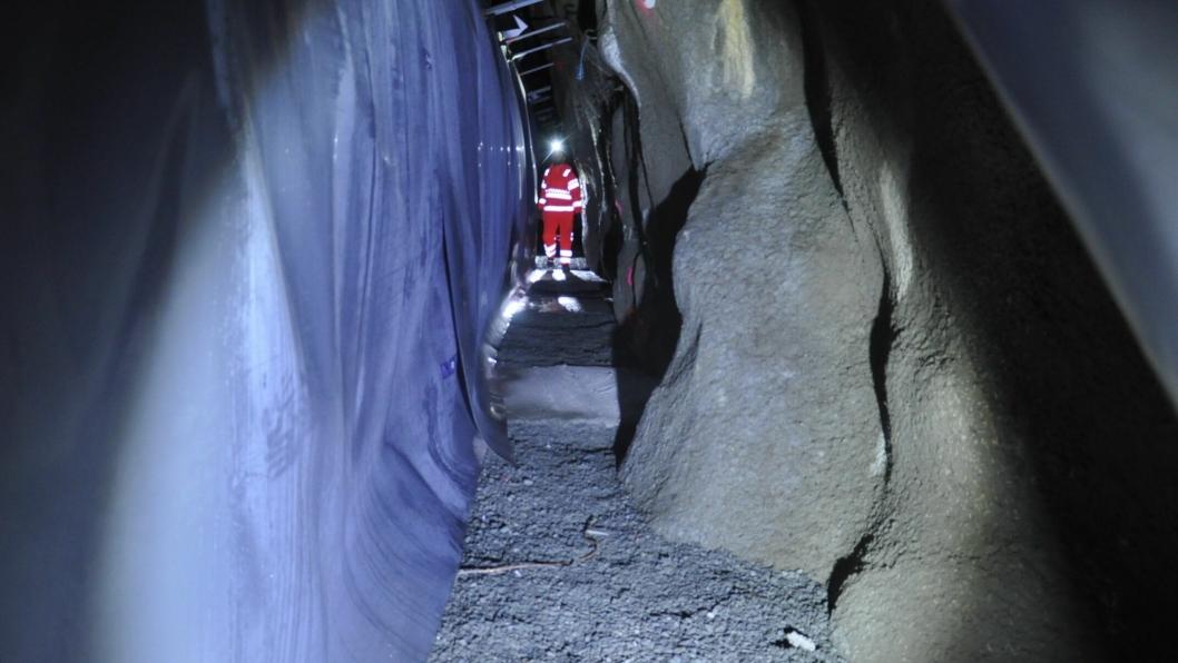 Slik ser det ut på baksiden av tunnelveggen, god plass til nødvendige inspeksjoner.