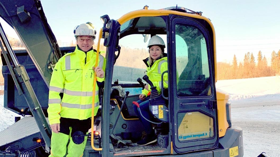 SATSER: KB-Anlegg AS satser på nytt og miljøvennlig utstyr. Selskapet  har levert inn Norges første bestilling av en elektrisk Volvo batterigraver. Entreprenøren tar mange oppdrag i Oslo-området.Daglig leder Sara Bakke har tatt over som daglig leder i KB-Anlegg AS etter Kai Baugerød som nå blant annet fortsetter styreleder i selskapet.