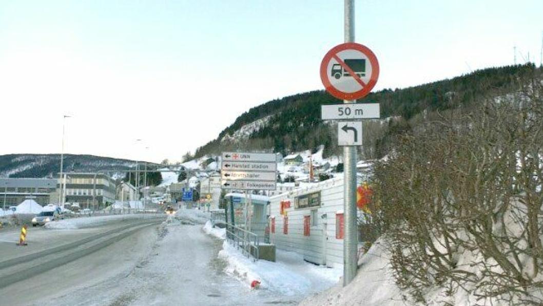 Midlertidig forbudt for tyngre kjøretøy å kjøre fra riksvei 83 og opp Åsveien.