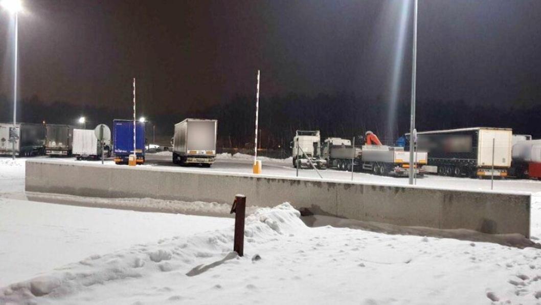 Statens vegvesen la ut dette bildet fra Svinesund på Twitter i forbindelse med  på tweeten om den nedslående sterten på kveldens kontroll mandag 4. februar 2019.