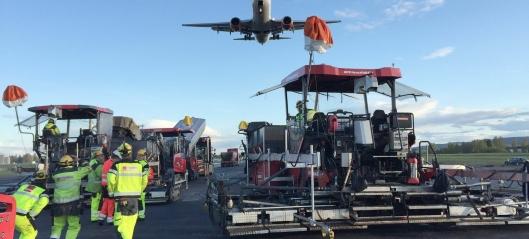 Skal asfaltere rullebane på Oslo lufthavn
