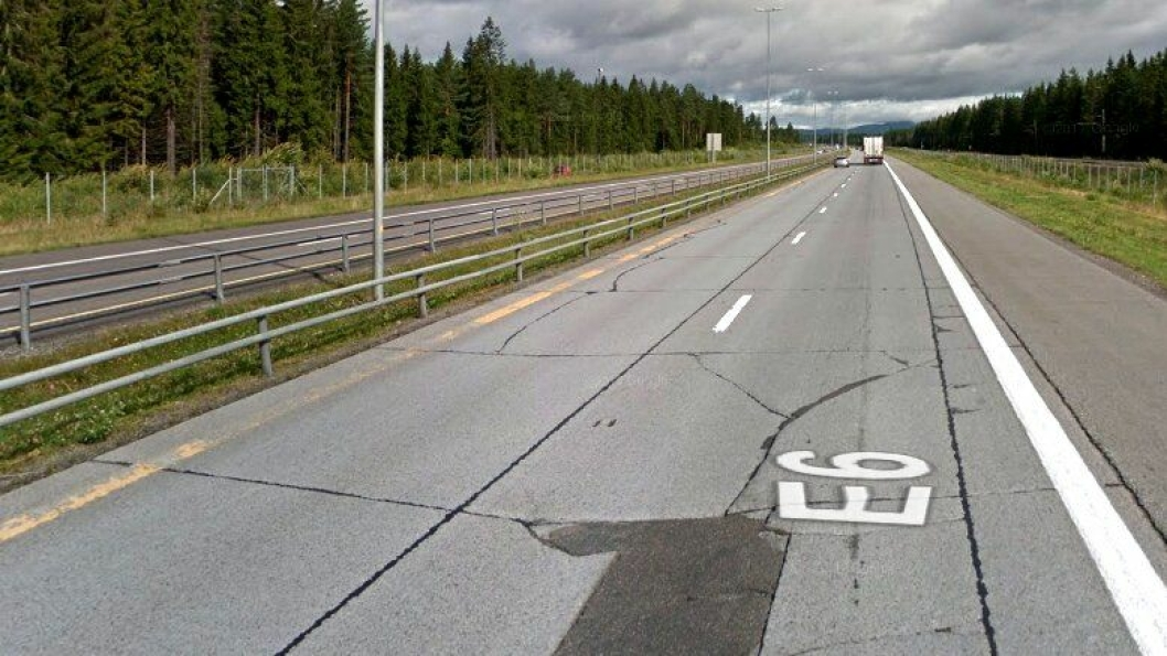 Mange av dem som har kjørt på betongdekket, med x antall skjøter, på E6 nordover fra Jessheim er nok glade for at det ikke er betongdekke hele veien til Trondheim. Skjøtene gir støy og vibrasjoner. Nå er det bestemt at tiden er over for betong også på denne strekningen - det skal legges asfalt her sommeren 2019 og sommeren 2020.