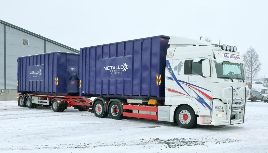 Det flunkende nye vogntoget B&T Logistikk AS har satt i drift for innhenting av EE-avfall til Metallco EE på Gjøvik. Bilen er en MAN TGX 26.500 med Palfinger krokløft, og den trekker en krokhenger fra Nor Slep.