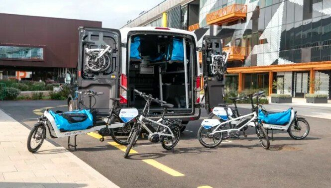 Med et system der kunstig intelligens styrer bilbud, sykkelbud og bud til fots i en storby i nåtid, kan fire av fem varebiler fjernes fra budlogistikken, viser Fords beregninger.