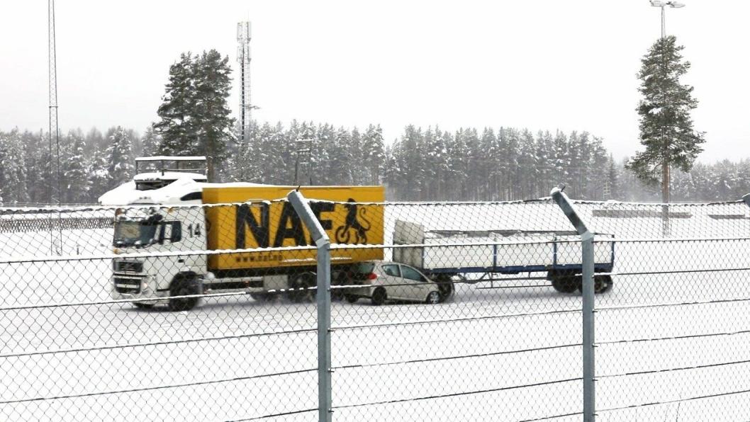 Demonstrasjon av hva som skjer når et vogntog mister kontroll på hengeren og treffer en personbil i 60 kilometer i timen, utført av NAF.