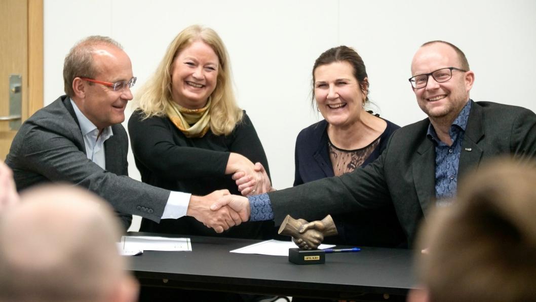 IPL-kontrakten ble signert 20. februar 2019. Fra venstre: Johan Arnt Vatnan (prosjektdirektør i Nye Veier E6 Trøndelag), Kirsti Engebretsen Larssen (regional markedsdirektør i Cowi AS), Ingrid Dahl Hovland (administrerende direktør i Nye Veier) og Johan Hansson (administrerende direktør i Peab Anlegg AS).