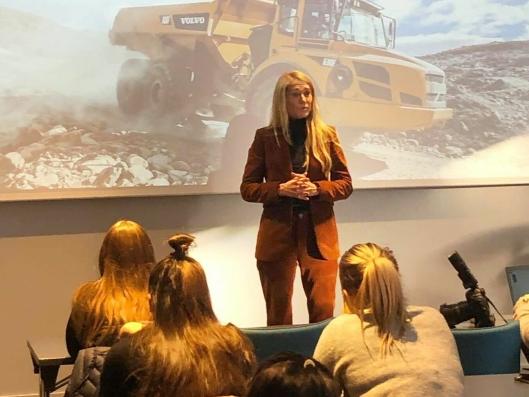 Julie Brodtkorb, administrerende direktør i MEF, var en av flere kvinnelige ledere som holdt innlegg for lærlingene.