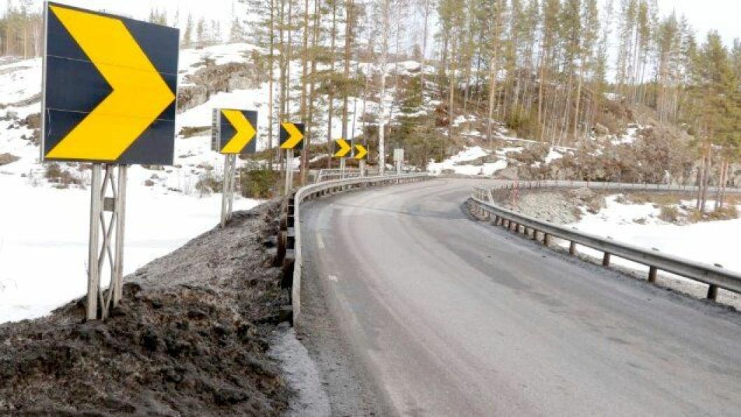 Rekkverket på Tovstul ved Elgsjø på E134, er så dårlig at det er nødvendig å sette ned fartsgrensen til 40 km/t.