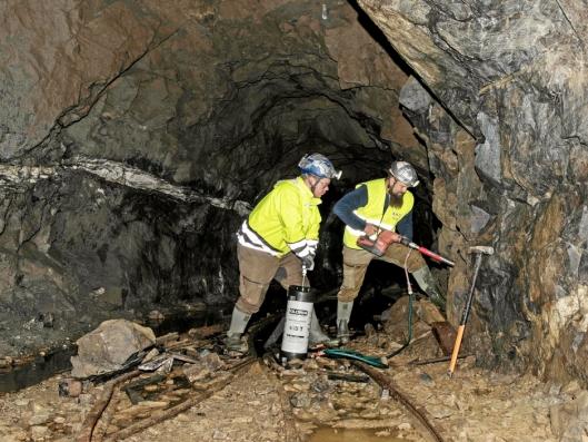 Geologene Håvard Grønnevik (t.v.) og Bjørn Strømberg har også deltatt i feltarbeidet på Fensfeltet. (Arkivfoto)