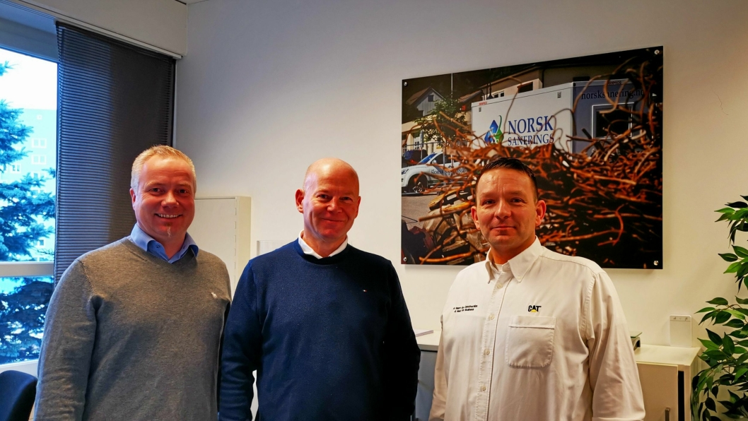 AVTALE: Fra venstre: Rune Vestengen (salgssjef Pon Equipment), daglig leder Torbjørn Haugo i NSS og Vilmundur Theodorsson (senior produktsjef Pon Equipment).