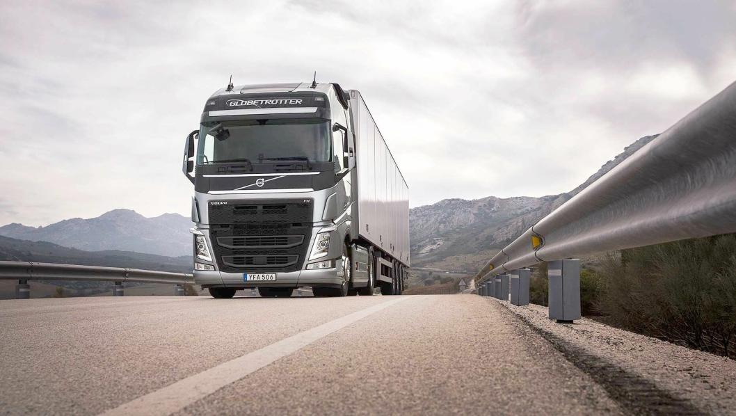 nye Volvo FH med I-Save er skreddersydd for langtransportoppdrag. Ved å kombinere den nye D13TC-motoren med oppdaterte drivstoffbesparende funksjoner kan Volvo FH med I-Save redusere drivstoffkostnadene med opptil sju prosent, uten at det skal «gå utover kjørbarheten».