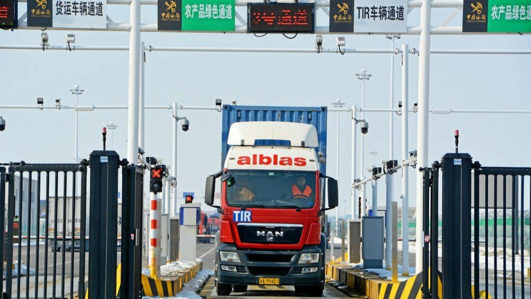 LANG RUTE: Første TIR transport fra Europa til Kina var fremme etter 12 dager og 7400 kilometer.