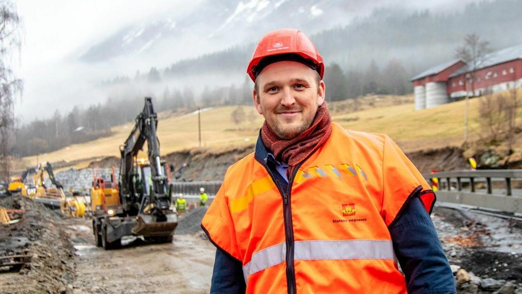 Samferdselsminister Jon Georg Dale har gitt klarsignal for planlegging av flere store prosjekter på vei og jernbane.