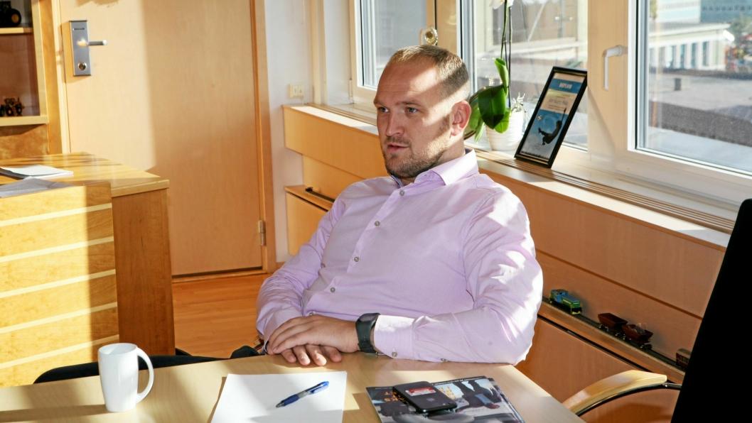 Samferdselsminister Jon Georg Dale har fått ansvar for to tunge og viktige fagfelt. Foto: Per Dagfinn Wolden