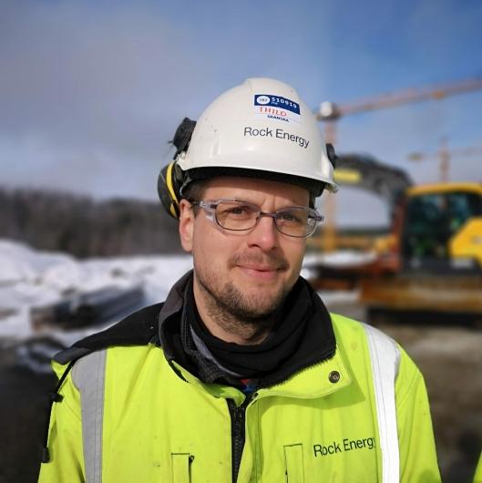 Thilo Theloy (boreingeniør for Norwegian Drilling Energy) er ansvarlig for boringen av de 1500 meter dype energibrønnene ved PNB.