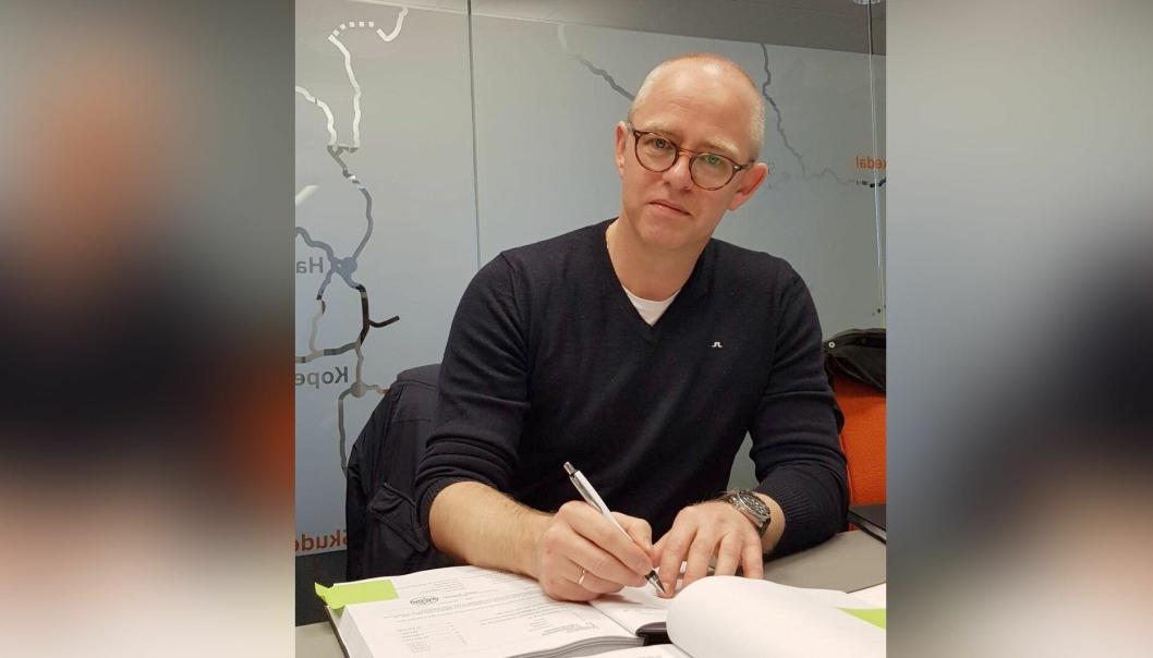 Andreas Roan, markeds og anbudssjef i Bertelsen & Garpestad AS signerte kontrakten 28. februar. Fylkesordføreren hadde signert på forhånd.