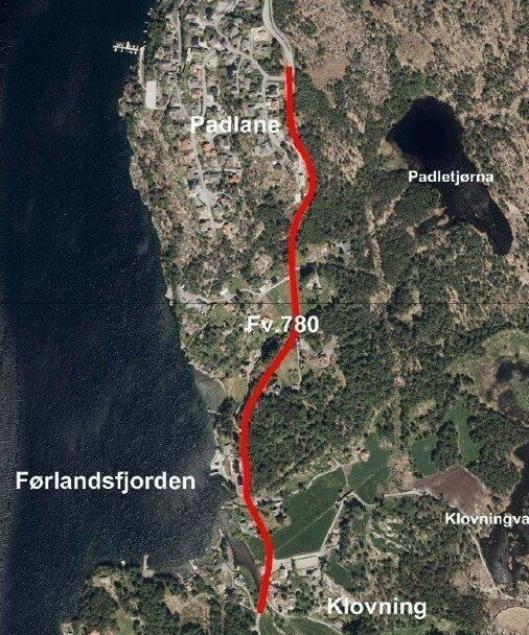 Det skal bygges gang- og sykkelvei langs fv. 780 Padlane-Klovning, merket med rødt.