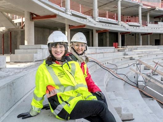 Byråd for kultur, idrett og frivillighet Rina Mariann Hansen og direktør i Kultur- og idrettsbygg, Eli Grimsby, var dagen før på befaring for å overvære utviklingen og bli orientert om byggeriet og status på arbeidene.