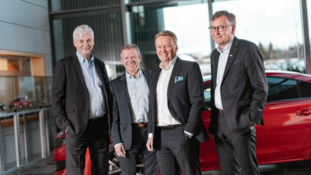 Fra venstre: Oddvar Antonsen, styreleder Teknisk Bureau AS, Ole Steinar Østlyngen, daglig leder Alta Motorsenter AS, Bjørn Maarud, konsernsjef Bertel O. Steen AS og Thor Allan Nordvik, konsernleder Nordvik Gruppen AS.