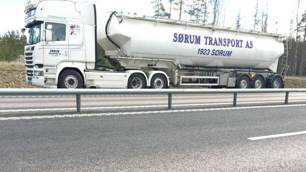 Dette vogntoget fra Sørum Transport i Norge ble stoppet da det kjørte sin andre innenlandstransport i Sverige uten internasjonal transport inn. Det skal ha vært norsk bil og semihenger. Sjåføren var svensk statsborger.