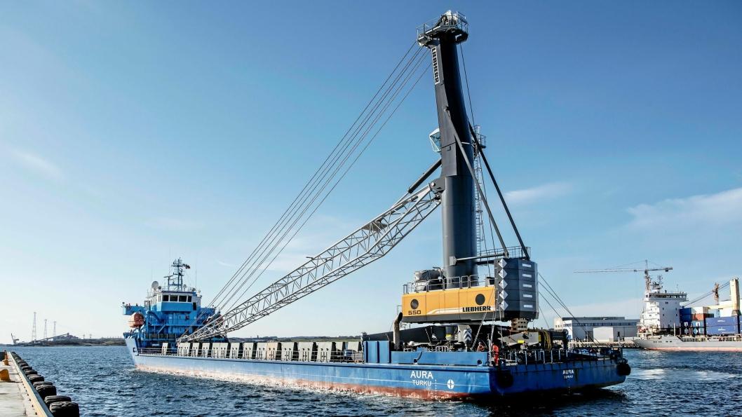 Kranen kom inn til havnen på det finske skipet «Aura».
