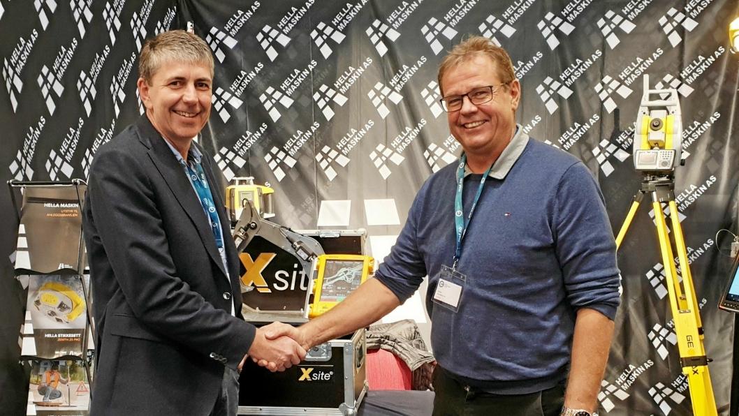 AVTALE: Christoffer Bruserud (t.v.) fra Machine Partner og Jon Hella ble enige om samarbeid under et MEF-arrangement på Storefjell.