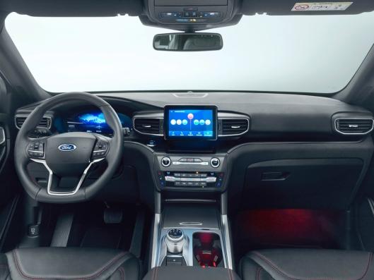 Interiøret er utviklet med tanke på komfort, og kommer blant annet med en 10,1 tommers sentralt plassert touchskjerm og et heldigitalt instrumentpanel på 12,3 tommer.