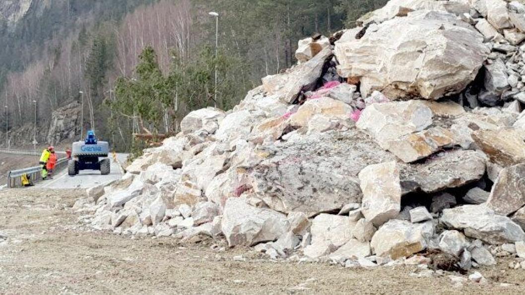 Statens vegvesen er ferdig med å sprenge fjellsida over E6 i Elstadkleiva i Ringebu.