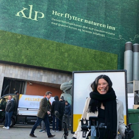 Hovedstadens byråd for miljø og samferdsel, Lan Marie Nguyen Berg, skinte som en sol under lanseringen av nye logistikkløsninger mandag.