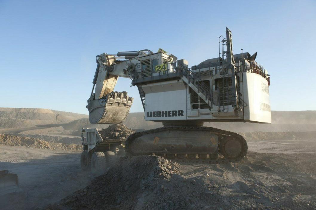 STOREBROR: Liebherr R 9800 E er den største maskinen i serien, på 800 tonn, og er R 9200 Es storebror.