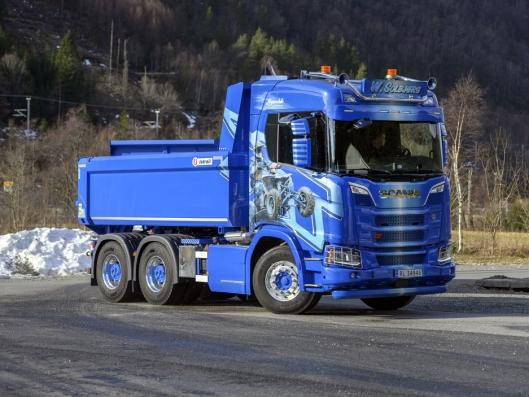 KORT: Med kort hytte og akselavstand på bare 315 cm, er den nye Scania R650 XT'en ekstremt smidig.