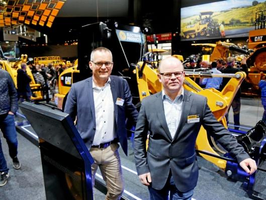 VOLUM: Erik Sollerud (t.v.) og Ole-Petter Holene i Pon Equipment gleder seg til 906-hjullasteren kommer på batteri.